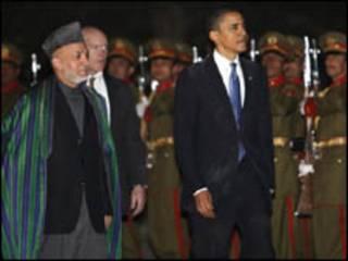 الرئيس الامريكي باراك اوباما والرئيس الافغاني حامد كرزاي