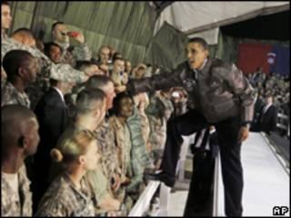Obama na base americana em Bagram, Afeganistão