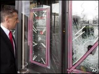 مدیر گراند کازینو در حال بررسی در قمارخانه پس از حمله