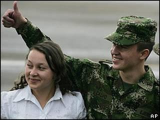 Josué Daniel Calvo Sánchez con su hermana Nubia
