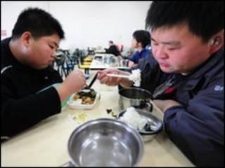 بیماران در یک کلینیک کاهش وزن در چین