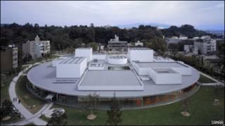 Здание музея в городе Канадзава, Япония