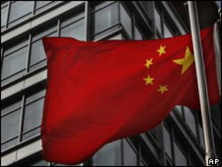 Bandera china frente a las oficinas de Google en Pekín