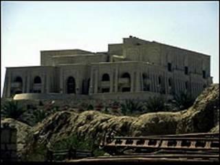 تحول نزل للضيافة في قصر بابل الضخم الى مقصد لحديثي الزواج