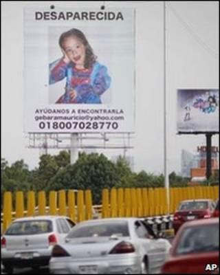 Cartaz com foto da menina