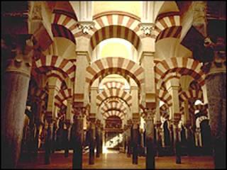يعد لالمسجد السابق من اروع اعمال الهندسة الاسلامية