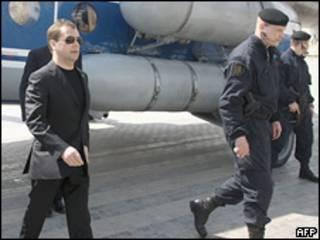 Дмитрий Медведев в аэропорту Махачкалы 1 апреля 2010 года