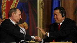 Hugo Chavez y Vladimir Putin en Caracas en abril de 2010