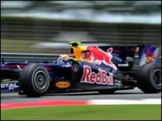 سيارة رد بول رينو لسابقات الفرمولا 1.