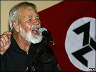 Fotografía de archivo del líder supremacista de Sudáfrica Eugene Terreblanche