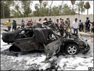 Coche bomba utilizado para atacar cerca de la embajada de Irán en Bagdad