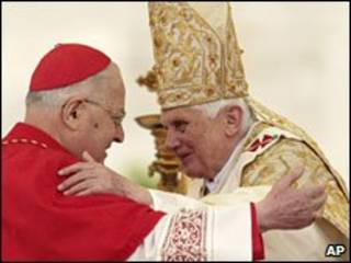 Hồng y Angelo Sodano và Đức Giáo hoàng