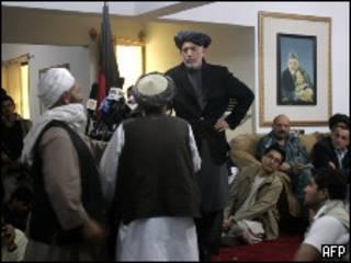 Президент Карзай выступает перед старейшинами