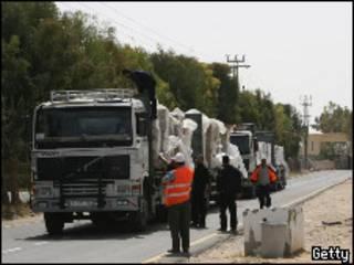 Колонна грузовиков с товаром