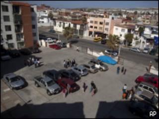 مردم در شهر تیهوانا از ساختمان ها خارج شدند