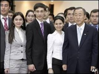 Генсек ООН Пан Ги Мун со студентами Ташкентского университета