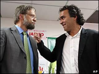 Antanas Mockus (izquierda) y Sergio Fajardo (derecha).