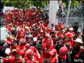 Manifestantes irrumpieron en el Parlamento