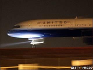 Avión de United Airlines  en el aeropuerto de Denver, en EE.UU.