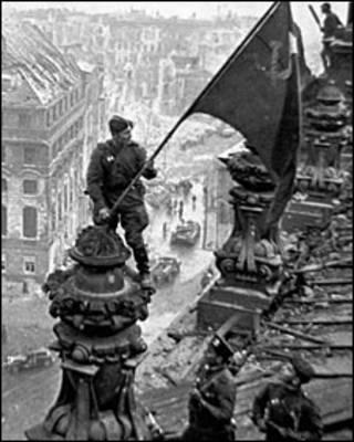 Червоний прапор над Рейхстагом