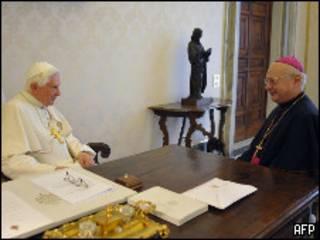 El Papa Benedicto XVI y el arzobispo de Alemania, Robert Zollitsch