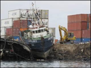 Barco volcado en Chile