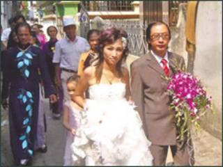 Đám cưới Việt-Trung (ảnh China Daily)