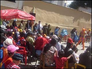 Los niños del penal de Obrajes en la Paz, Bolivia, en una celebración.