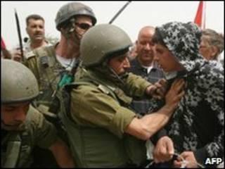 Tropas israelíes se enfrentan a palestinos