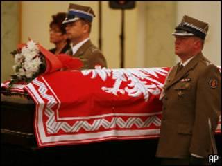 Гроб с телом президента Польши