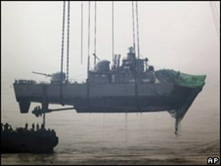 Recuperación de parte del barco surcoreano hundido