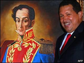 O presidente da Venezuela, Hugo Chávez, em frente ao quadro de Simón Bolívar. Foto AFP