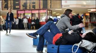 Hành khách mắc kẹt ở sân bay