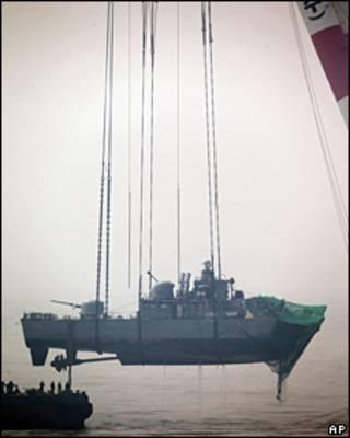 Reflotan barco norcoreano hundido