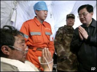 Ху Цзиньтао в зоне бедствия