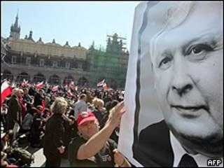 Multitudes acuden al funeral del presidente polaco