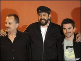 Juan Luis Guerra, Miguel Bosé y Juanes en la presentación del concierto