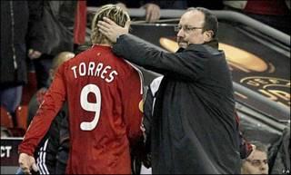 托雷斯和利物浦主教练贝尼特斯