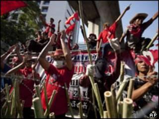 معترضان قرمزپوش