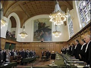 Diplomáticos de Argentina y Uruguay escuchan el fallo del Tribunal en La Haya