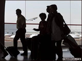 Pasajeros en el aeropuerto de Charles de Gaulle de París