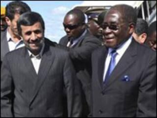 موگابه و احمدی نژاد- عکس از آسوشیتدپرس
