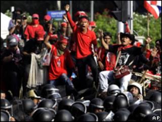 Protestos de camisas vermelhas na Tailândia (AP, 23 de abril)