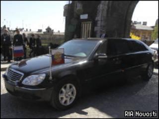 Автомобиль президента России Дмитрия Медведева в Кракове (Польша) 18 апреля 2010 года