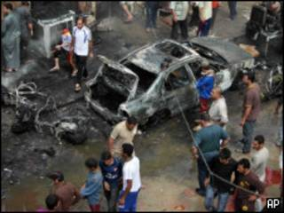 жители Багдада после взрывов
