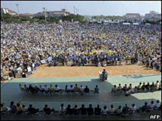 Manifestación contra base de Okinawa