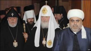 جاثلیق گارگین دوم ، رهبر مذهبی ارامنه  جهان  الله شکور پاشا زاده ، رهبر مسلمانان قفقاز واسقف اعظم کیریل ، رهبر کلیسای ارتدوکس روسیه