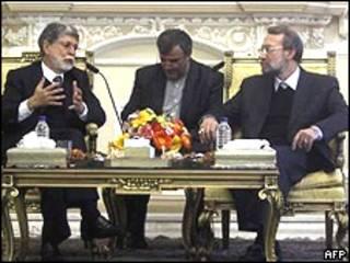 Amorim e Larijani (direita) em Teerã