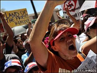 Protesta contra la nueva ley de inmigración de Arizona en Phoenix