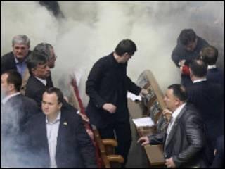 Верховна Рада в диму